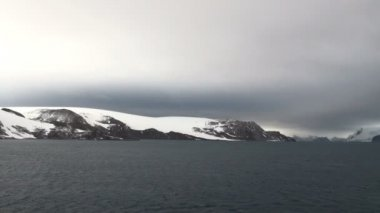 Antarctica - Antarctic Peninsula in a cloudy day — Vidéo