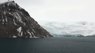 Antarctica - Antarctic Peninsula in a cloudy day — Vídeo de stock