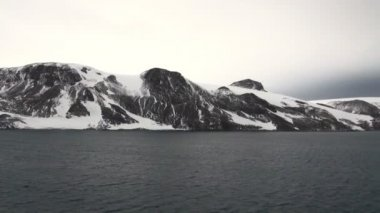 Antarctica - Antarctic Peninsula in a cloudy day — Vídeo Stock
