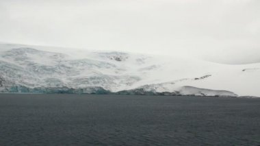 Antarctica - Antarctic Peninsula in a cloudy day — Stock Video
