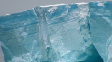 Antartica - Tabular Iceberg in Bransfield Strait - Closeup — Stock Video