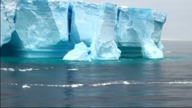 Antartica - tabelární ledovce v bransfield průliv — Stock video