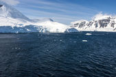 Antarctica - Blue sky — Stock Photo