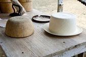 Stencil And Montecristi Panama Hat — Stockfoto