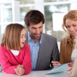 Family signing real-estate contract — Stock Photo