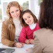 Woman in real-estate agency with kid - Foto Stock