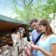 Couple in Paris looking at booksellers — Stock Photo