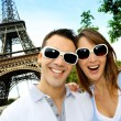 Funny couple in front Eiffel Tower — Zdjęcie stockowe #13935873