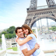 Romantic couple embracing in front of the Eiffel tower — Stock Photo