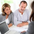 Senior couple ready to buy new house reading contract — Stockfoto