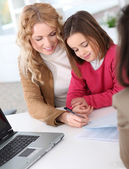 Woman in real-estate agency with kid — Stock Photo