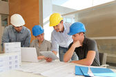 Educator with students in architecture working on electronic tablet — Stock Photo
