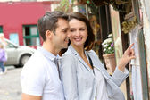 Couple in Paris looking at restaurant menu — Stock Photo