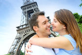 Romantic couple kissing by the Eiffel Tower — Stock Photo