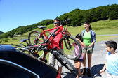 Family preparing bicycles for recreational journey — Foto de Stock