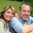Portrait of senior couple relaxing in garden — Foto de stock #13940114