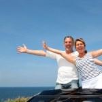 Senior couple in convertible car enjoying day trip — Stock Photo