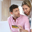 Couple using credit card to shop online — Stock Photo