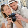 Couple enjoying taking pictures while visiting city — Stock Photo