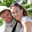 Smiling couple of lovers visiting city in summertime — Stock Photo
