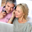 Couple listening to music at home with tablet — Foto Stock