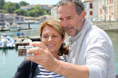 Senior couple taking picture of themselves in touristic city — Stock Photo