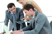 Grupo de encontro de negócios em torno de mesa — Foto Stock