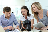 Team of photo reporters working in office — Stock fotografie