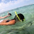 Couple snorkeling in Caribbean waters — Stockfoto