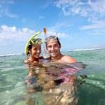 Portrait of happy couple doing snorkeling — Stock Photo #13959038