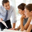 Manager presenting business plan to employees — Stock Photo #13960456