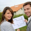 Couple looking at their new built house — Foto Stock