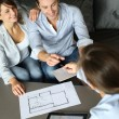 Couple signing financial terms for future property - 图库照片