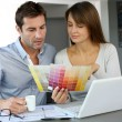 Stockfoto: Couple choosing paint colour for their new home