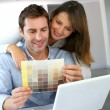 Couple choosing paint colour for their new home — Stock Photo #13962013