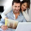 Couple choosing paint colour for their new home — Stock Photo #13962023