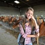 Portrait de femme qui travaillait dans la grange — Photo