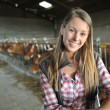 Portrait of woman working in barn — Stockfoto