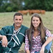 Couple of farmers sitting in field — Stockfoto