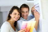 Couple choosing paint colour for their new home — Stock Photo