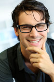 Portret van knappe jonge man met bril — Stockfoto