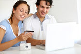 Couple having their pictures developed on internet — Stock Photo