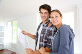 New property owners looking at home blueprint — Foto de Stock