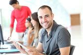Porträtt av leende studerande i utbildning — Stockfoto