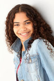 Portrait of smiling teenager leaning on wall — Stock Photo