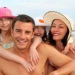 rodzinne wakacje na plaży — Zdjęcie stockowe