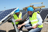 Engineers checking solar panels running — Stockfoto