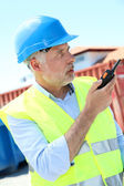 Site manager using walkie-talkie — Stock Photo