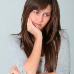 närbild av ung kvinna att ha tandvärk — Stockfoto