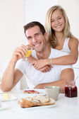 Father and daughter having breakfast — Stock Photo